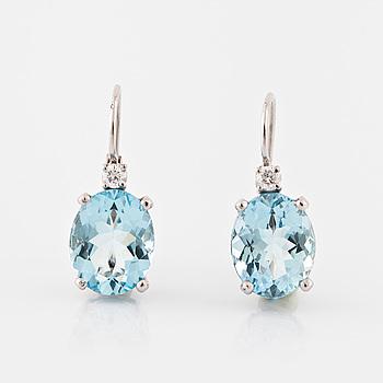 ÖRHÄNGEN, med ovalslipade akvamariner totalt ca 4.00 ct samt briljantslipade diamanter totalt ca 0.06 ct.