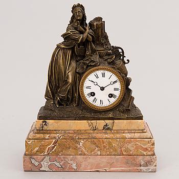 PÖYTÄPENDYYLI, pronssia ja marmoria, Ranska, 1800-luvun loppu.