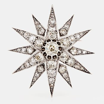 1018. A star brooch set with old-cut diamonds.