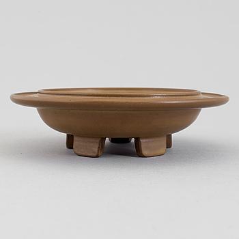 A Wilhelm Kåge 'Farsta' stoneware dish, Gustavsberg Studio, 1950.