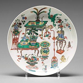 594. FAT, porslin. Qingdynastin, Kangxi (1662-1722).