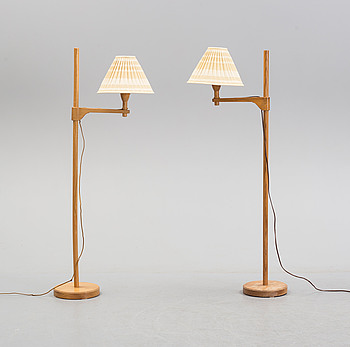 """CARL MALMSTEN, golvlampor, ett par, """"Staken"""", 1900-talets andra hälft."""