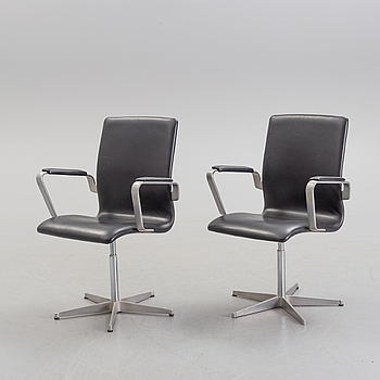 A pair of arm chairs, Fritz Hansen, Denmark, 1985.