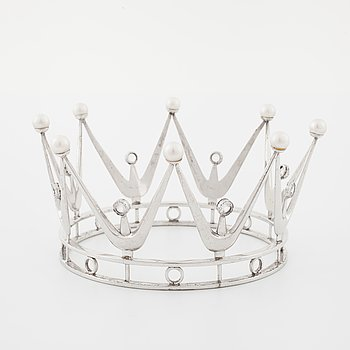 A bridal crown set with facetd rock crystal and cultured pearls, by Ceson, Göteborg, 1966.