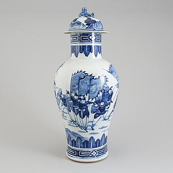URNA med LOCK, porslin. Qingdynastin, sent 1800-tal.