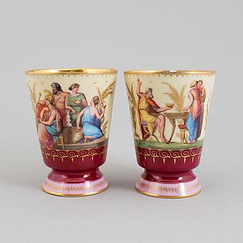 POKALER, två stycken, porslin, Wien, 1800-tal.