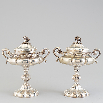 A pair of silver bonbonieres, Lars Larsson, Gothenburg, 1853.
