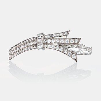 954. WA Bolin brosch med diamanter i olika slipformer.