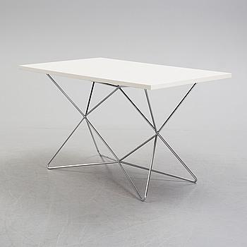 """BENGT JOHAN GULLBERG, bord, modell A2, """"Trehöjdsbordet"""", 1950-tal."""