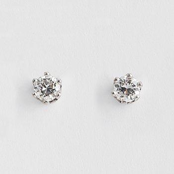 ÖRHÄNGEN, med briljansipade diamanter.