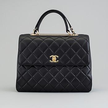 CHANEL, Flap Bag med top handle och axelrem, 2017.