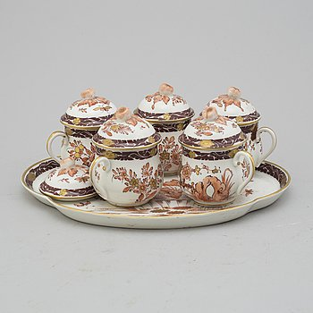 5 porcelaine creme cups with tray. Chantilly, France 19th century.