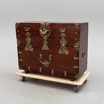 A Korean blanket chest. 19th Century.