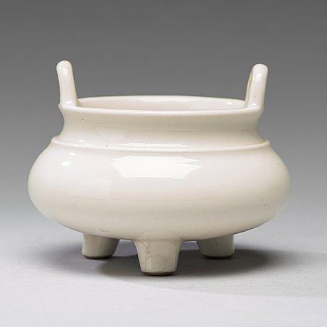 A blanc de chine censer, qing dynasty, kangxi (1662 1722)