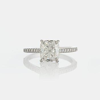 "956. Tiffany ring ""Novo"" med en cushionformad briljantslipad diamant 2.29 ct kvalitet G vs1."