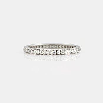 """957. Tiffany helalliansring """"Soleste"""" med runda briljantslipade diamanter total vikt ca 0.35 ct."""