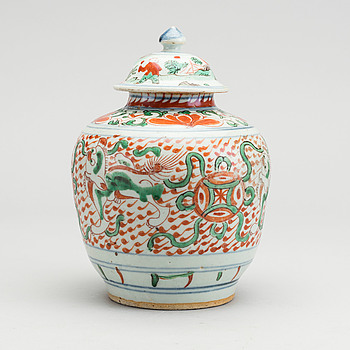 A porcelain jar, made in China, Transition, 17th Century.