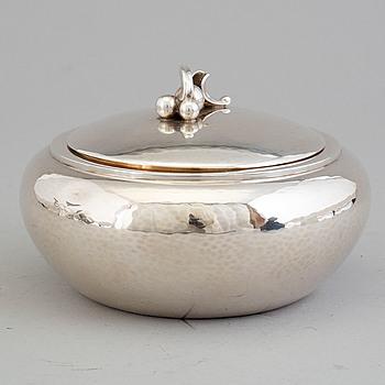 HARALD NIELSEN, a sterling silver lidded sugar bowl, model 875, Georg Jensen, Copenhagen, 1933-1944.