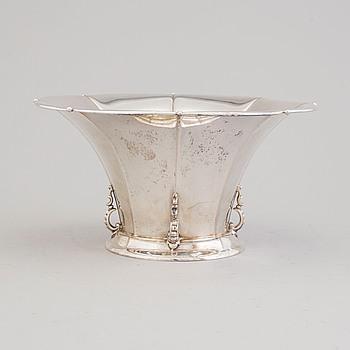 A silver centerpiece vase/bowl, maker's mark WH, importmarks Stockholm, 1929.