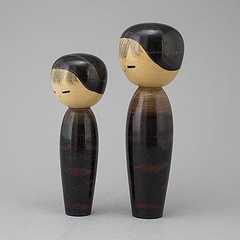 DOCKOR, två stycken, trä. Japan, så kallade Kokeshi, 1900-tal.