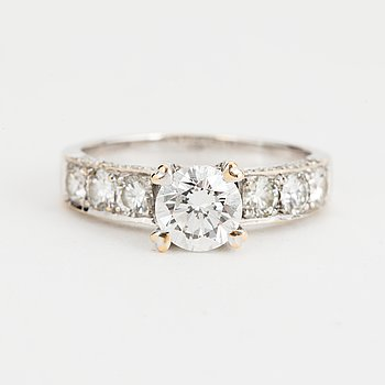A brilliant-cut diamond ring ca 0,79 ct and diamond on the hoop.