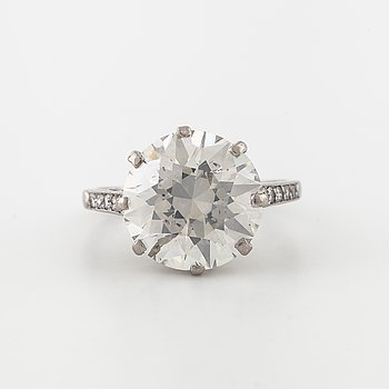 RING, med briljantslipad diamant ca 6.40 ct.