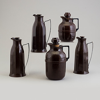 A set of five bakelit thermos, England, designed 1925.