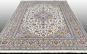 A CARPET, Kashan, ca 345 x 243 cm.