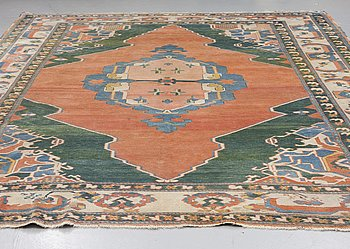 MATTA, Orientalisk, ca 378 x 297 cm.