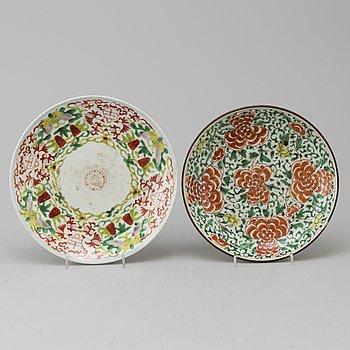 FAT, två stycken, porslin. Qingdynastin, 1700/1800-tal.
