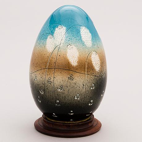 HeljÄ liukko-sundstrÖm, a decorative porcelain egg signed heljä liukko-sundström, arabia.