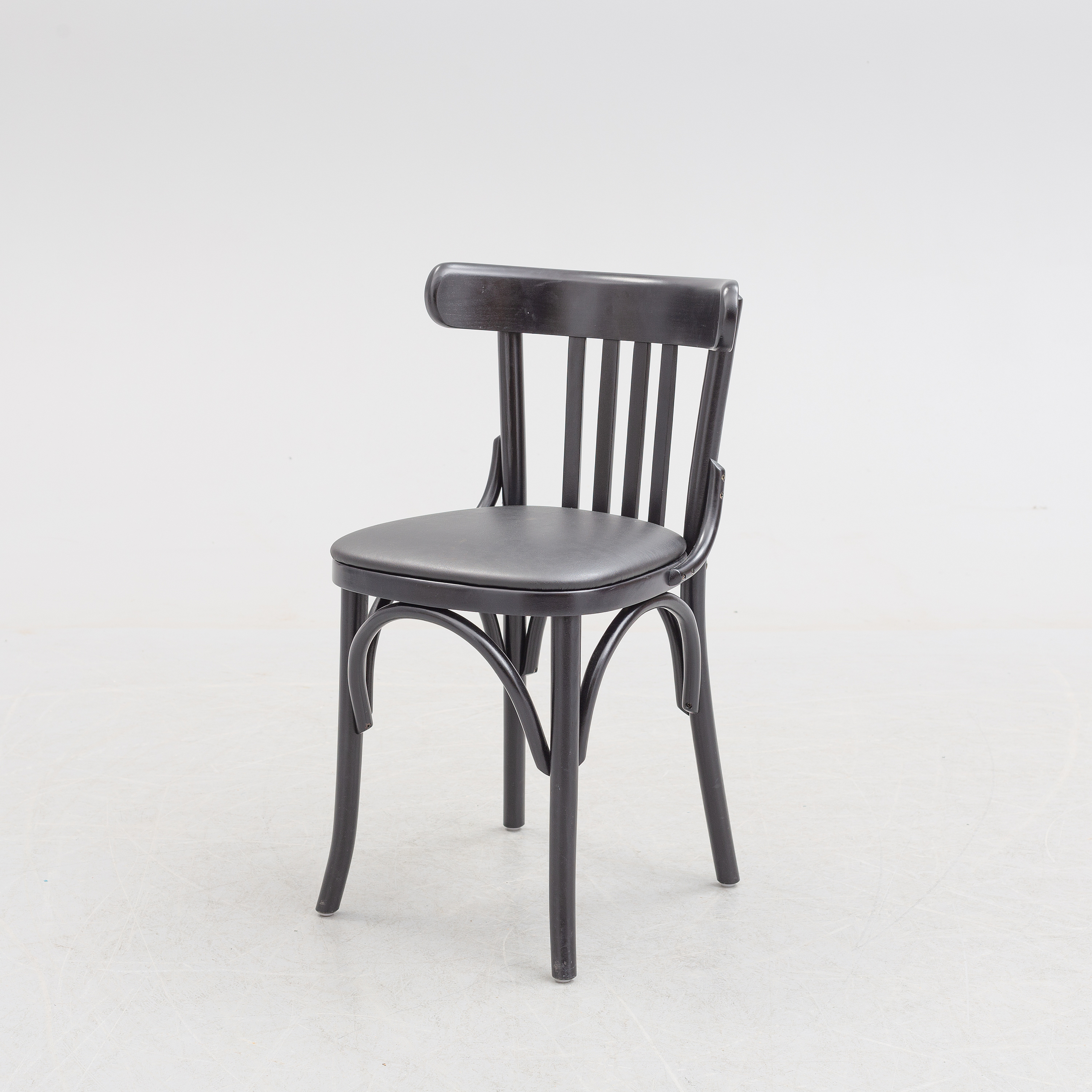 A Thonetstyle Chairs Efter Model 763 Sirca 2000
