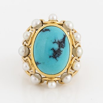 An 18K gold, turquoise and cultured pearl ring.