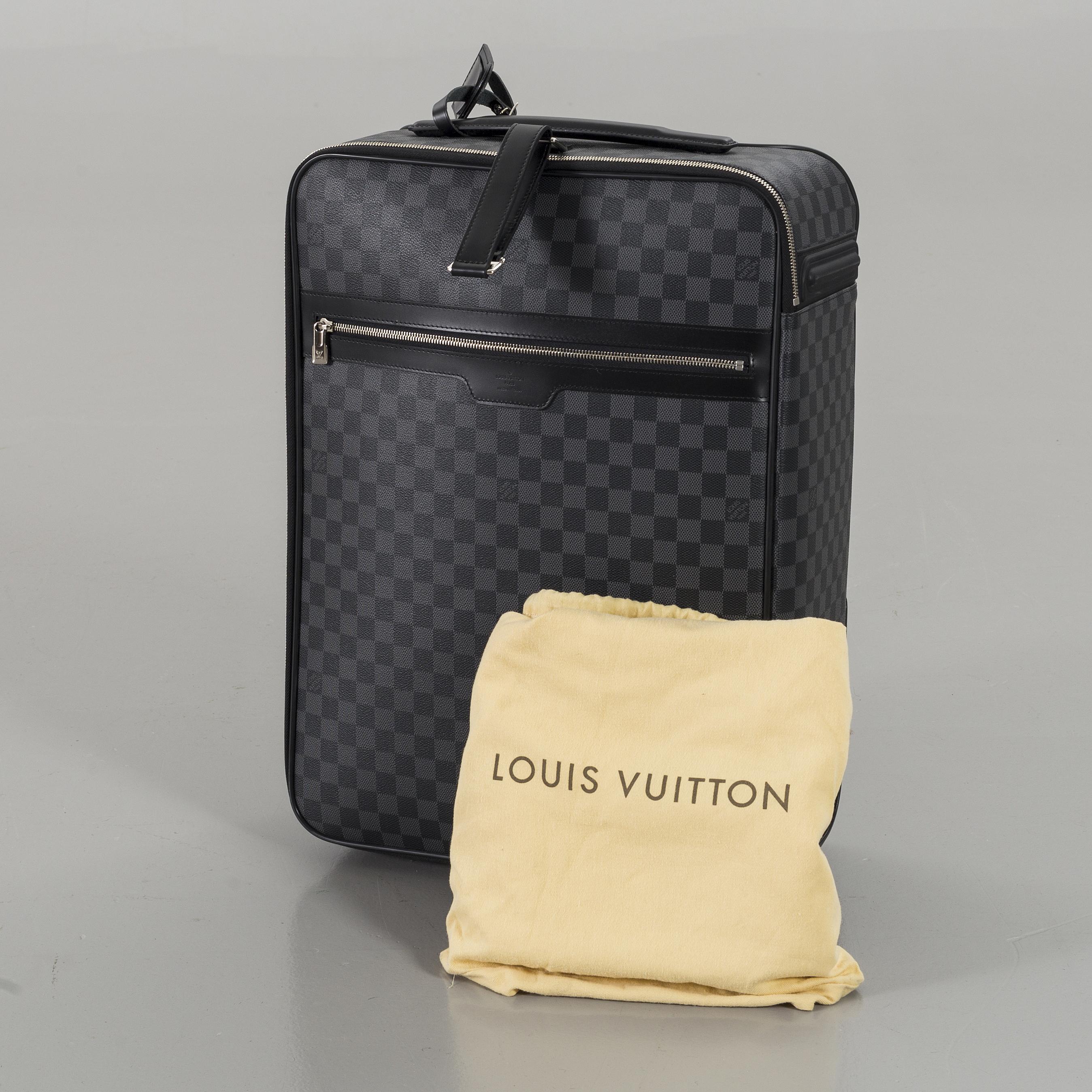 998eaafa9 A LOUIS VUITTON TRAVEL BAG,