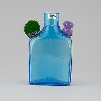 """OIVA TOIKKA, flaska, glas, """"Pompom"""", Nuutajärvi Notsjö, signerad. Modellen formgiven 1968."""