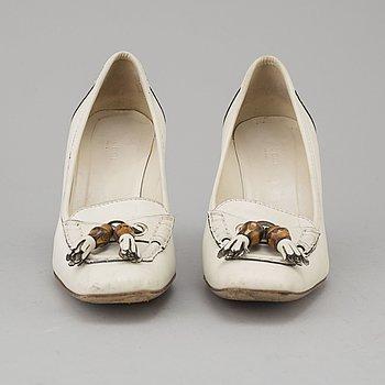 GUCCI, skor, storlek 7 1/2 B (motsvarar stl 37,5) , Italien.