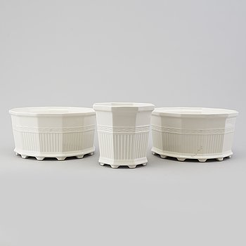 PRINS EUGEN, three porcelain 'Waldemarsudde' plant pots, Gustavsberg.