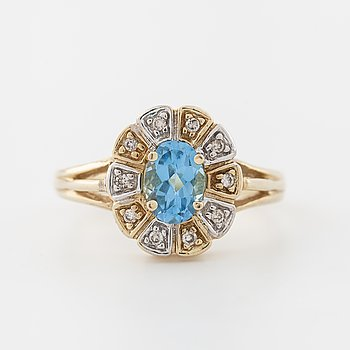 RING, med ovalslipad topas samt briljantslipade diamanter totalt ca 0.10 ct.