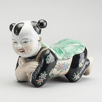 A CHINESE PORCELAINE PILLOW.