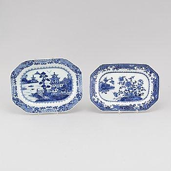 STEKFAT, 2 st, porslin, Kina, Qianlong (1736-1795).