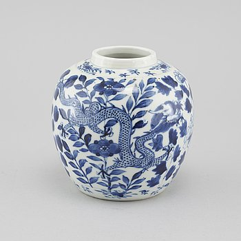 A porcelain jar from the 19th century China.