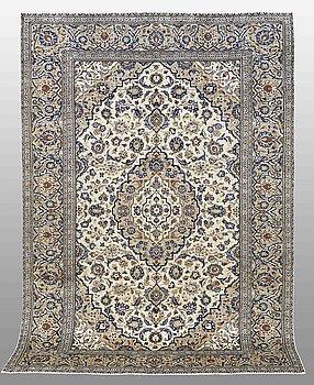 A CARPET, Kashan, 290 x 197 cm.