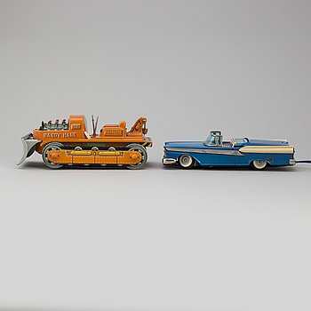 A 1950s/1960 Japanese toy car and bulldozer.