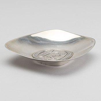 A Finnish 20th century silver plate, mark of Helsingfors 1951, weight 95 gr.