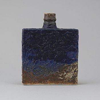 ANNIKKI HOVISAARI, vas, keramik, signerad i godset AH Arabia.