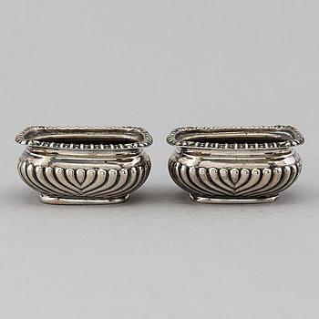 HORACE WOODWARD & CO LTD, saltkar, ett par, silver, Birmingham, England, 1905.