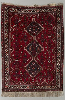 An old Shiraz carpet ca 203 x 161 cm.
