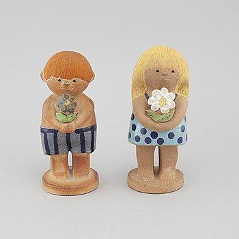 LISA LARSON, figuriner, 2 st, stengods, Gustavsberg, en signerad.