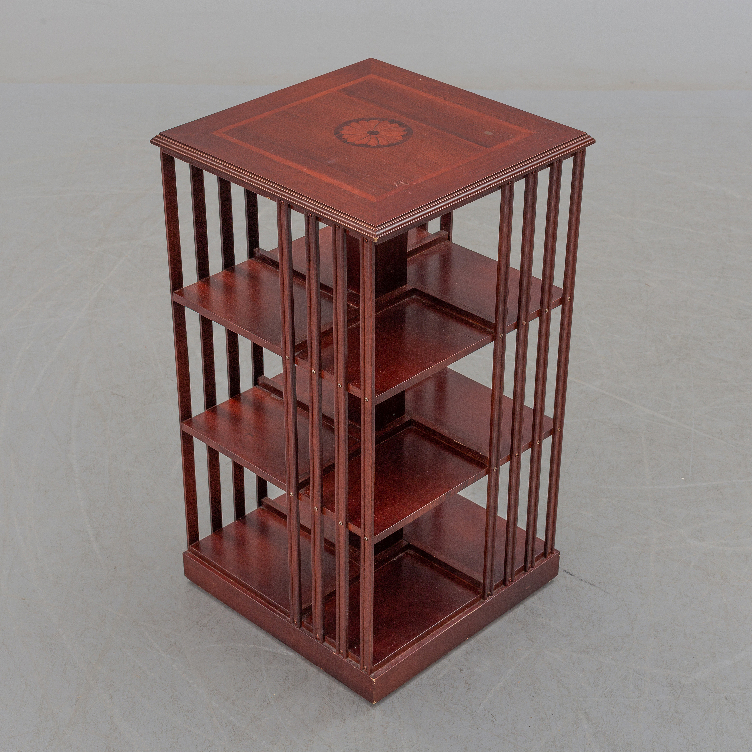 An end of the 20th century mahogany rotating bookshelf  - Bukowskis