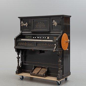 SJÄLVSPELANDE PIANO, J.P. Nyströms Orgel & Pianofabrik, Karlstad.